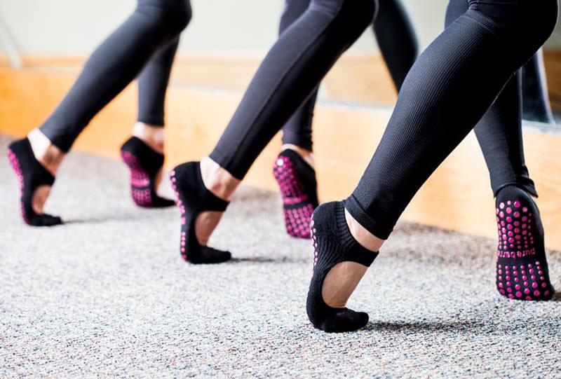entrenar descalza pilates yoga dona10 barcelona